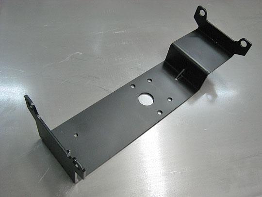■バルブ取付金具:黒クロメート、t4.0mm、全周面取り