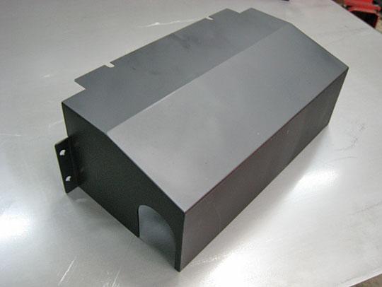 ■バルブカバー:黒クロメート、全周面取り、両サイドt2.0mm、中t1.0mm