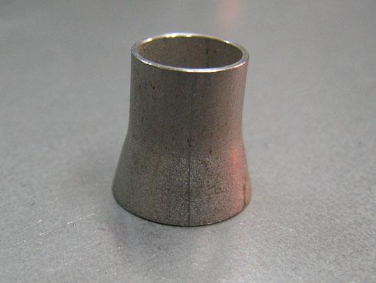 ■パイプ絞り加工:内径φ8.0mm、肉厚0.6mm<br>  8mmの丸棒を入れて圧入し、均整化